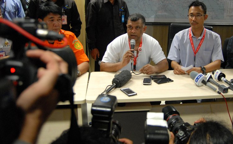 SURABAYA, Dec. 28, 2014 (Xinhua) -- AirAsia group chief executive officer Tony Fernandes (C) speaks during a press conference of the missing AirAsia flight at Juanda Airport, Surabaya, Indonesia.