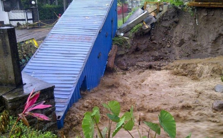 Flood Damage in South Dominica (Robert Tonge FaceBook photo)