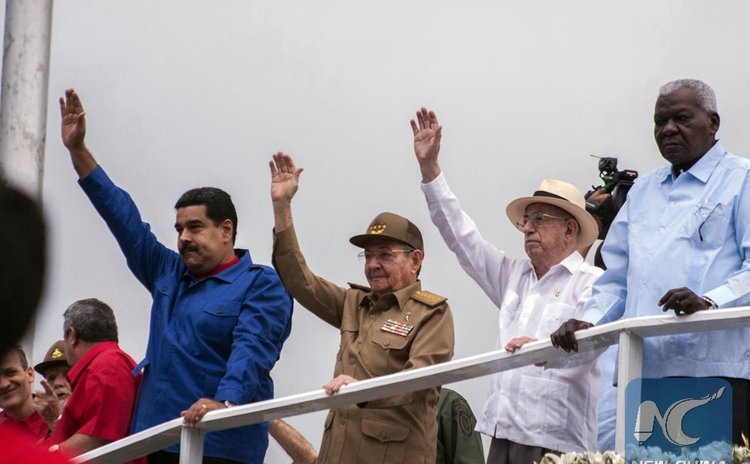 Cuba's President, Raul Castro (2nd L), and his Venezuela's counterpart, Nicolas Maduro (1st L), attend a May Day parade in Havana, Cuba, on May 1, 2015. (Xinhua/Joaqin Hernandez)