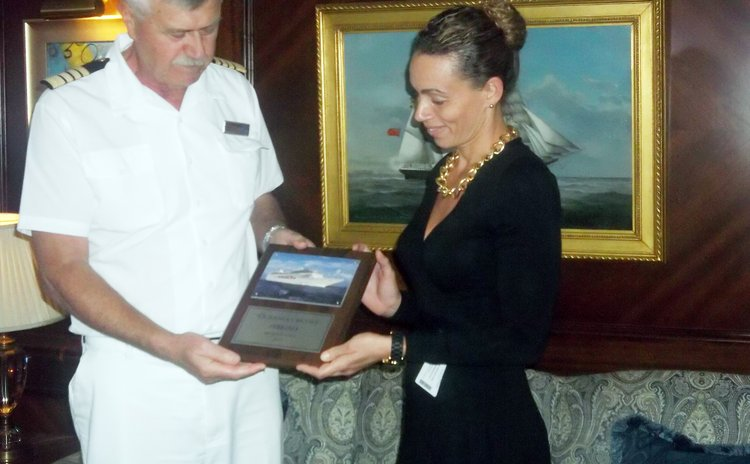 Ship captain accepts gift from agent, H.H.V. Whitchurch