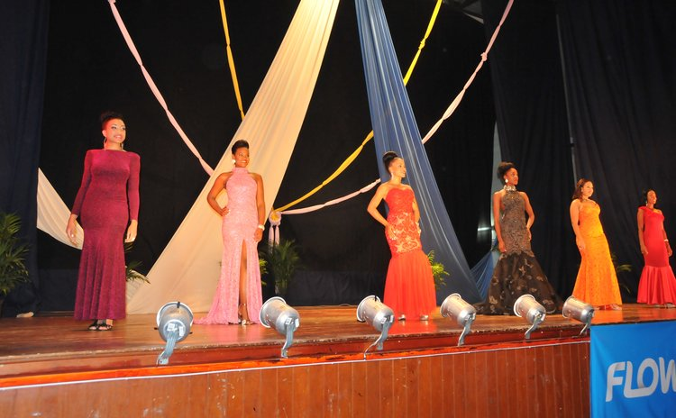 Queen contestants parade at pre-event show