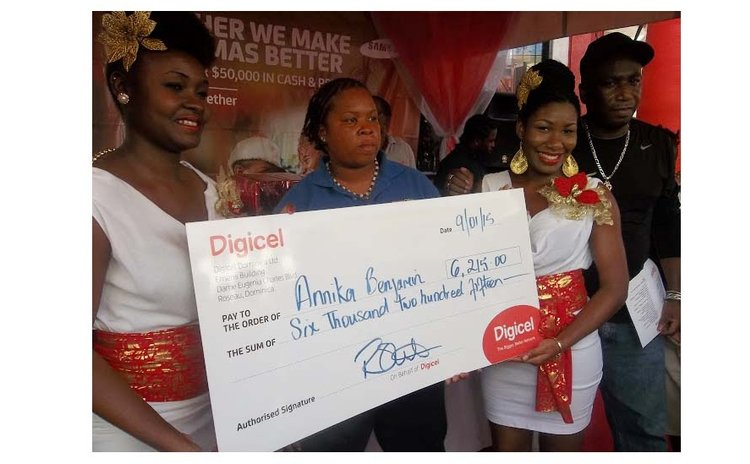 Benjamin receives prize at Digicel event