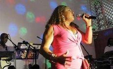 Janet Azzouz in concert