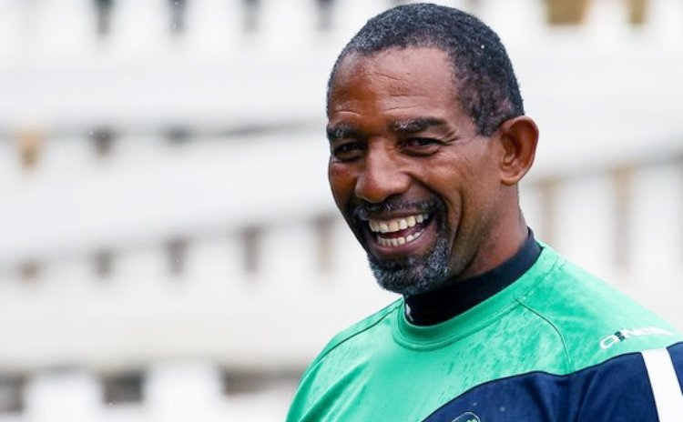 Trinidadian Phil Simmons , new West Indies Cricket Coach