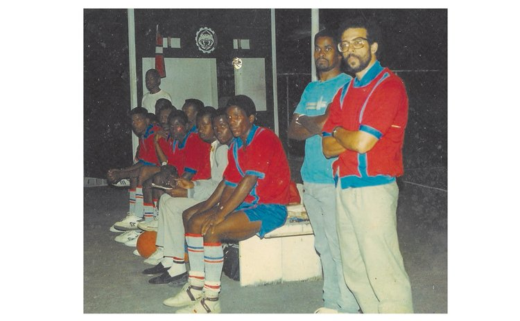 "Ron Green (R) coaching La Plaine's team; Windsor Park, cerca 1985.  Standing next to him is Phillip Murray ""Zico"" St. Jean (now deceased), then a player."