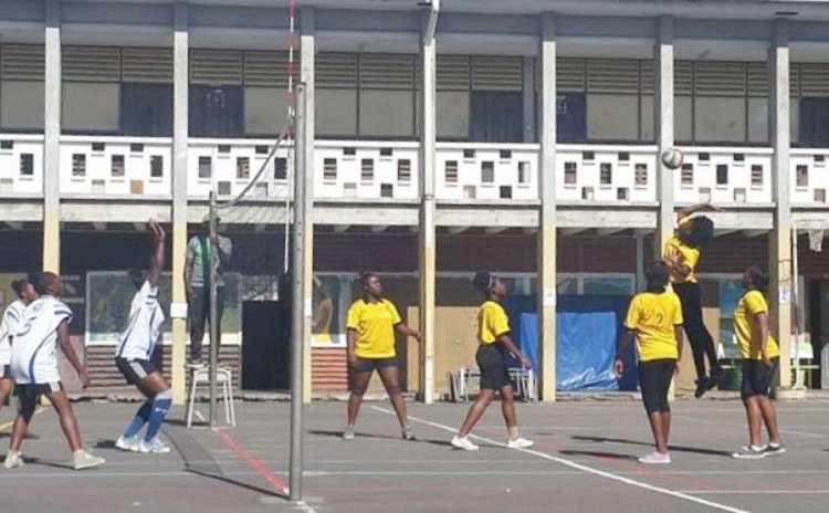 Action in the Secondary School's Volleyball competition