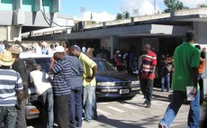 Haitians at Police Headquarters applying for visas