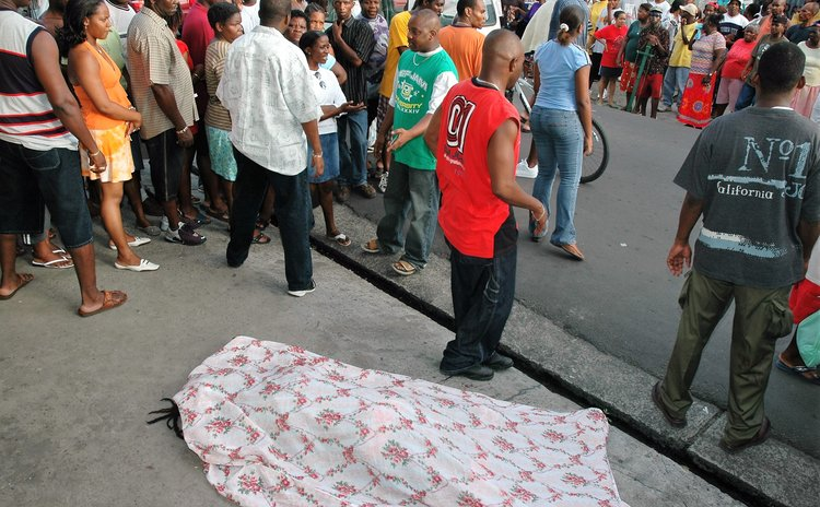 Body lies on pavement in New Town in 2005